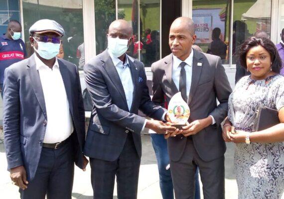 M.Yamoussa Coulibaly, PDG de CHIM INTER à l'honneur