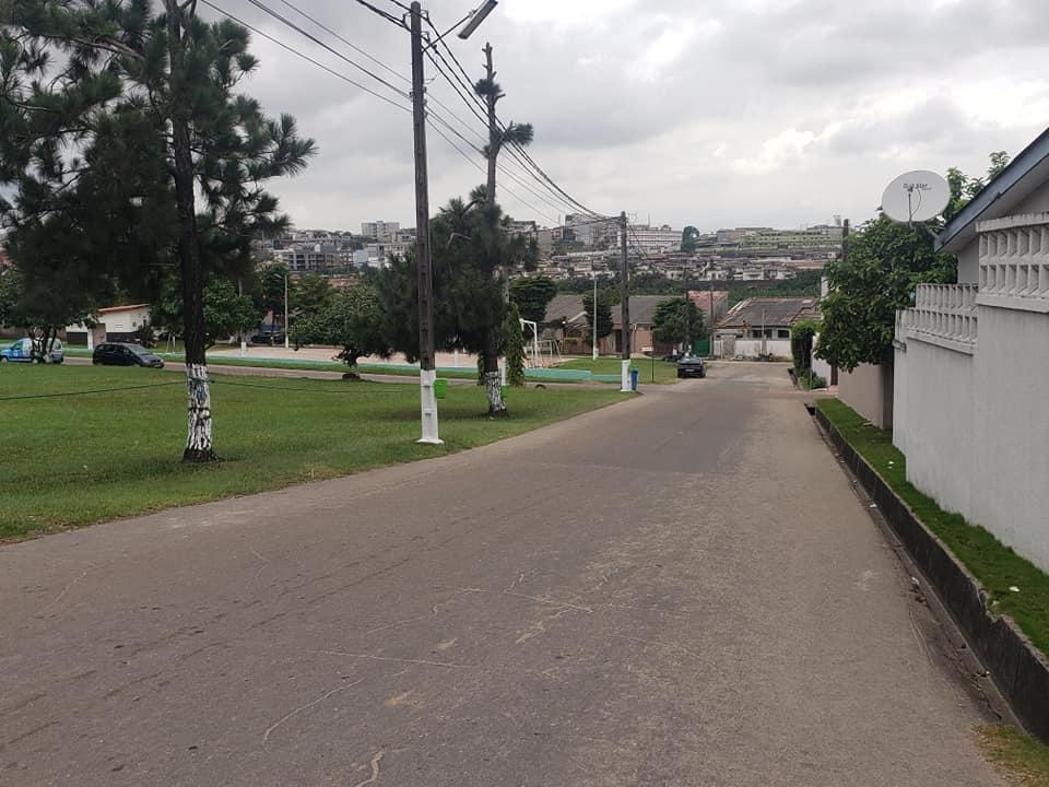 VILLA TRIPLEX DE 8 PIECES A LOUER A LA RIVIERA PALMERAIE CITE ROSIER